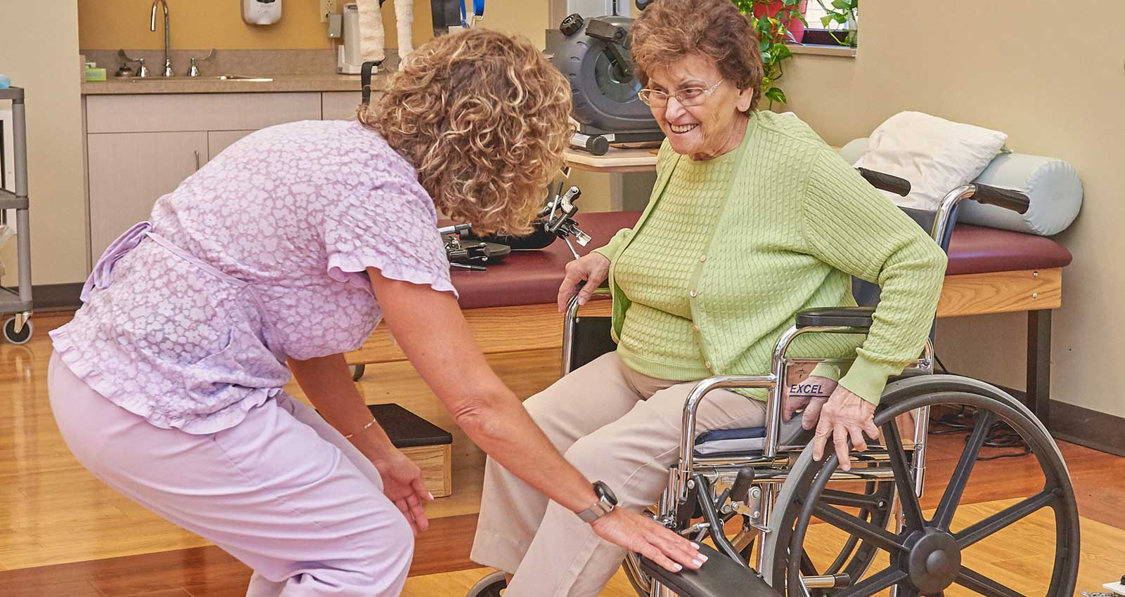 Functional Pathways Therapist Working with Resident